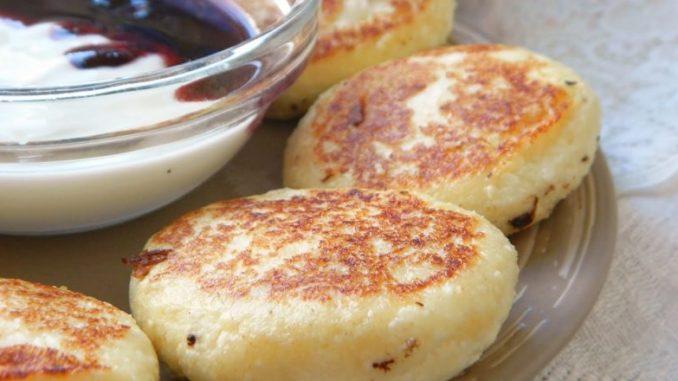 Этот рецепт сырников — находка для худеющих: не поправишься, даже если их есть на ночь!